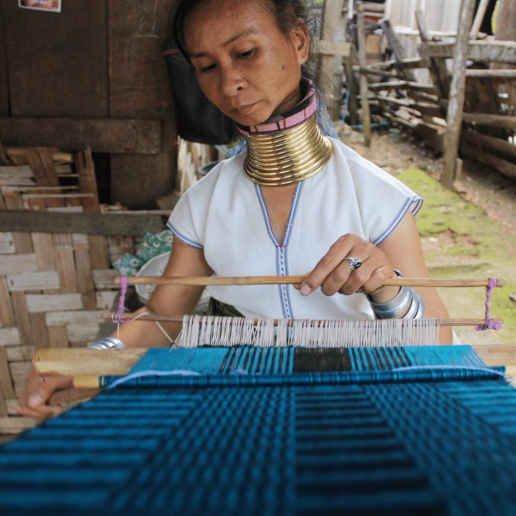 Ma Pang weaving a scarf in Huay Pu Keng