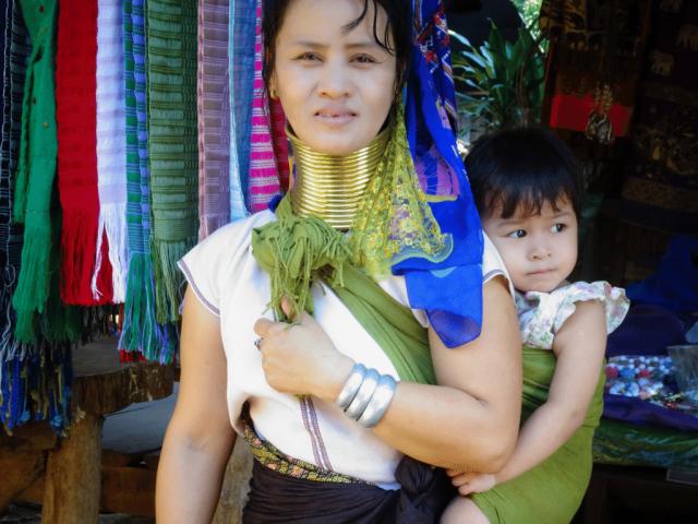 Mu Tae with her daughter in Huay Pu Keng